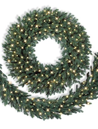 A beautiful Balsam Hill Norway Spruce 30 inch Wreath