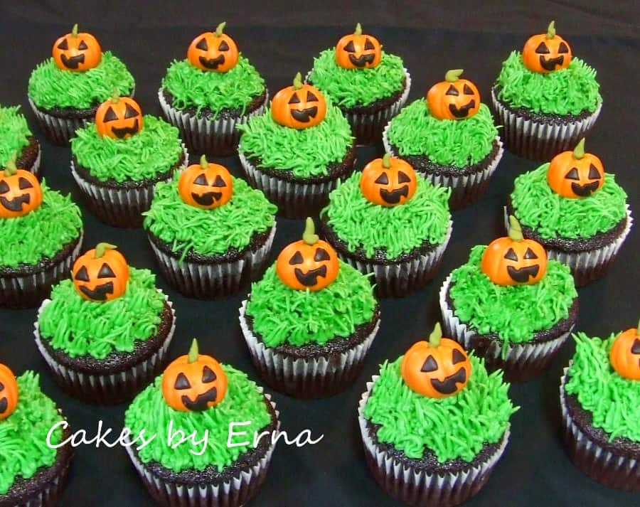 Jack o lantern halloween cupcakes for How to make halloween cupcake cakes