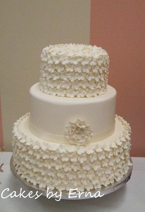 Beautiful white flower wedding cake cakesbyerna flower wedding cake mightylinksfo