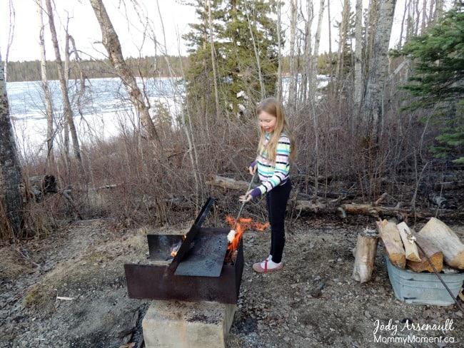 roasting-bannock-fire