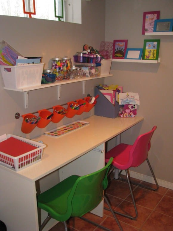 Organizing ideas for kids rooms and spaces for Kids room desk ideas