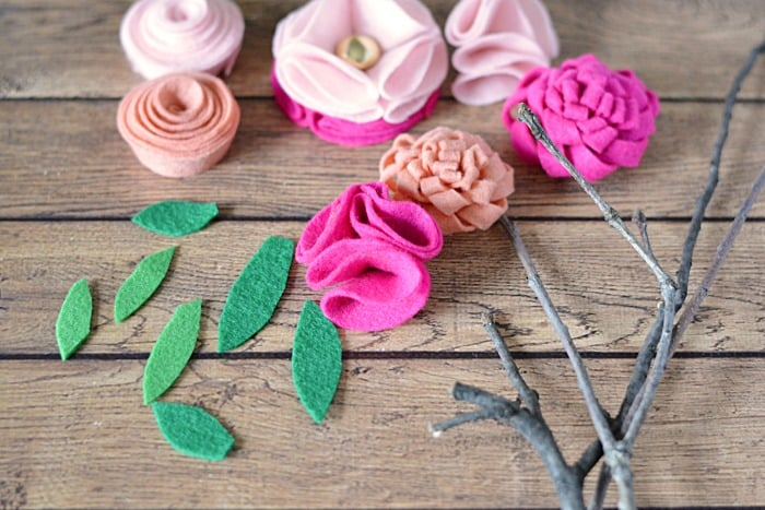 These DIY felt flowers are the perfect homemade Mother's Day gift - and the best part is, is that they'll never wilt or die!