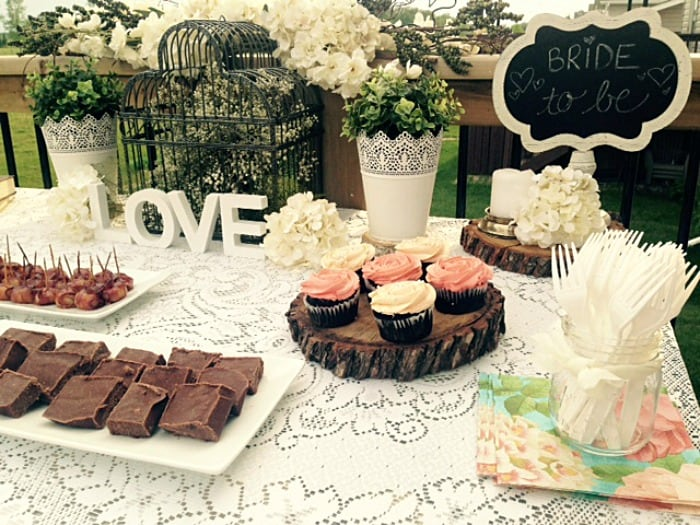 This GARDEN THEMED BRIDAL SHOWER would be perfect for summer brides!