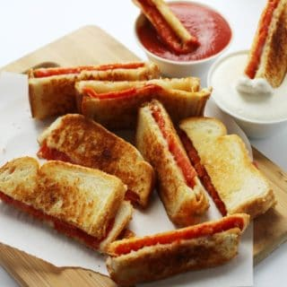 EASY PIZZA GRILLED CHEESE DIPPERS